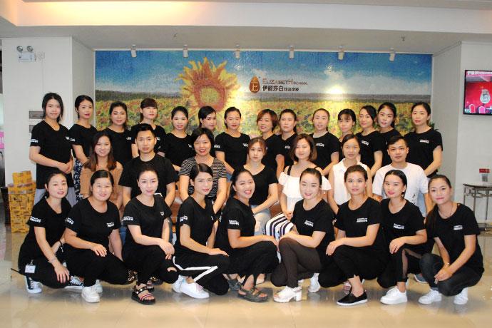 化妆全科培训班学员毕业合影